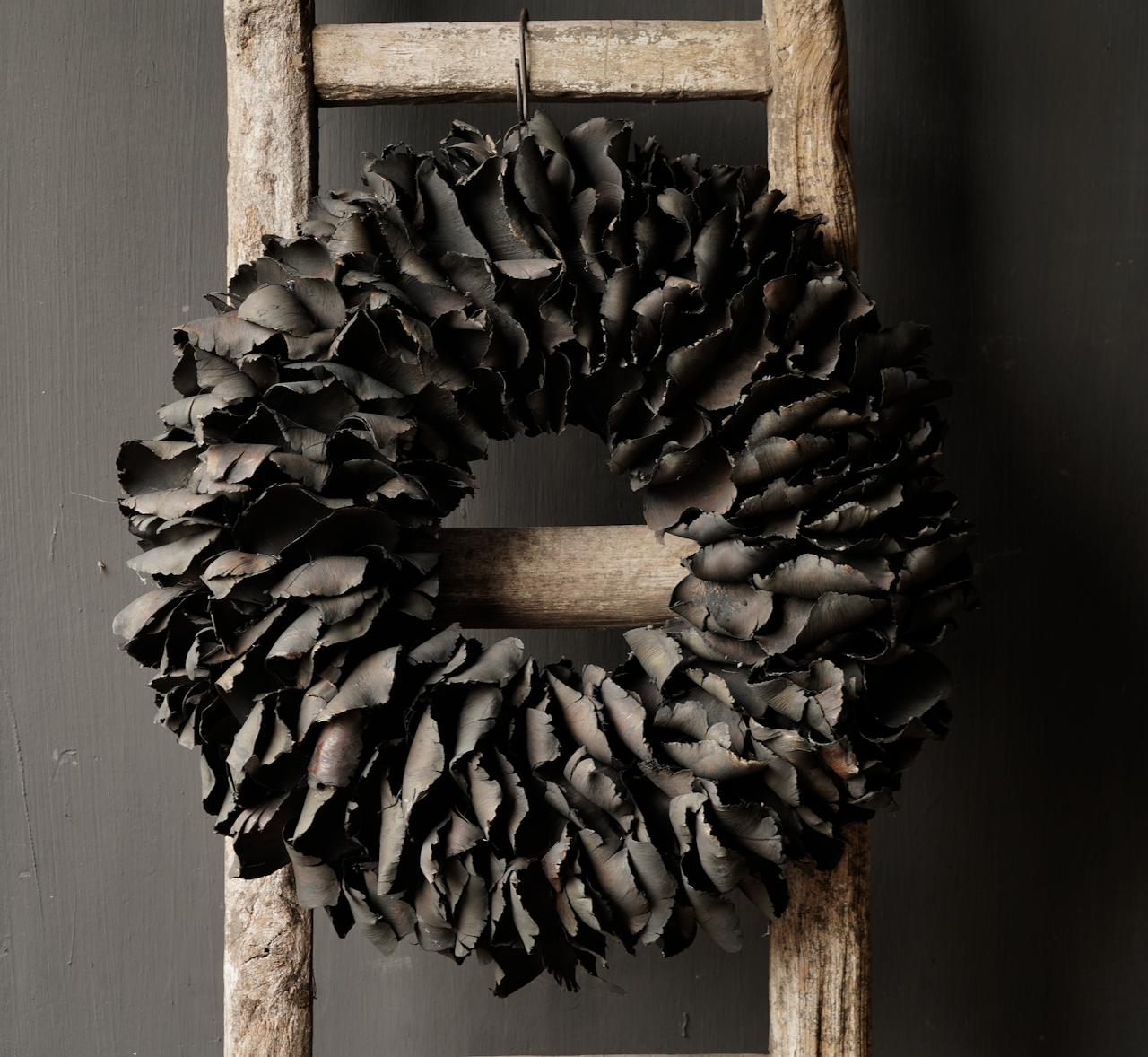 Tough palm Fruit wreath Black-3