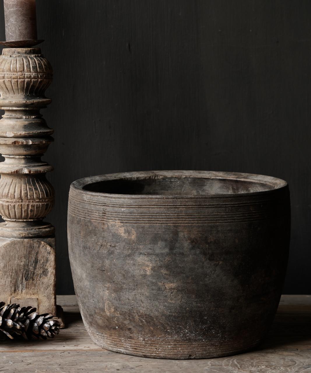 Nepalese oud houten Pot oftewel Vaas-2