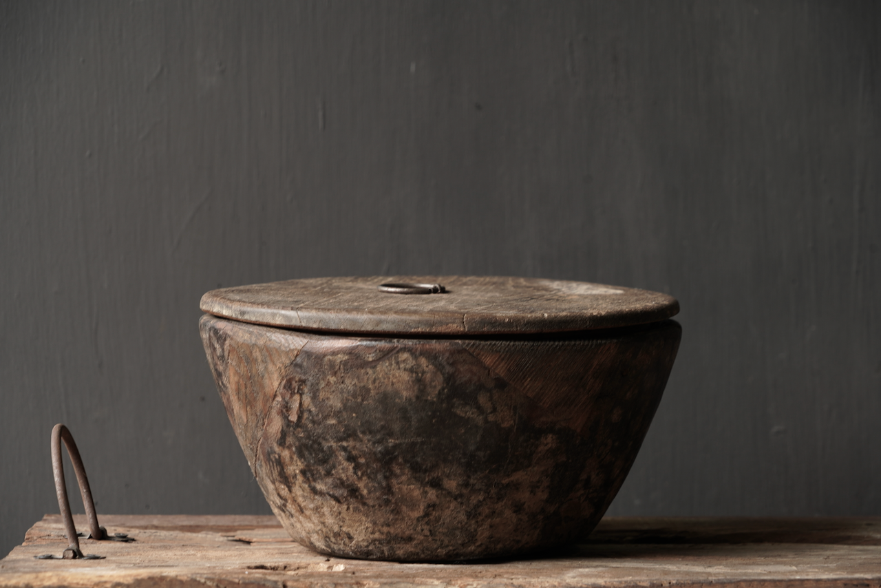 Nepalese oud houten Pot met deksel-2