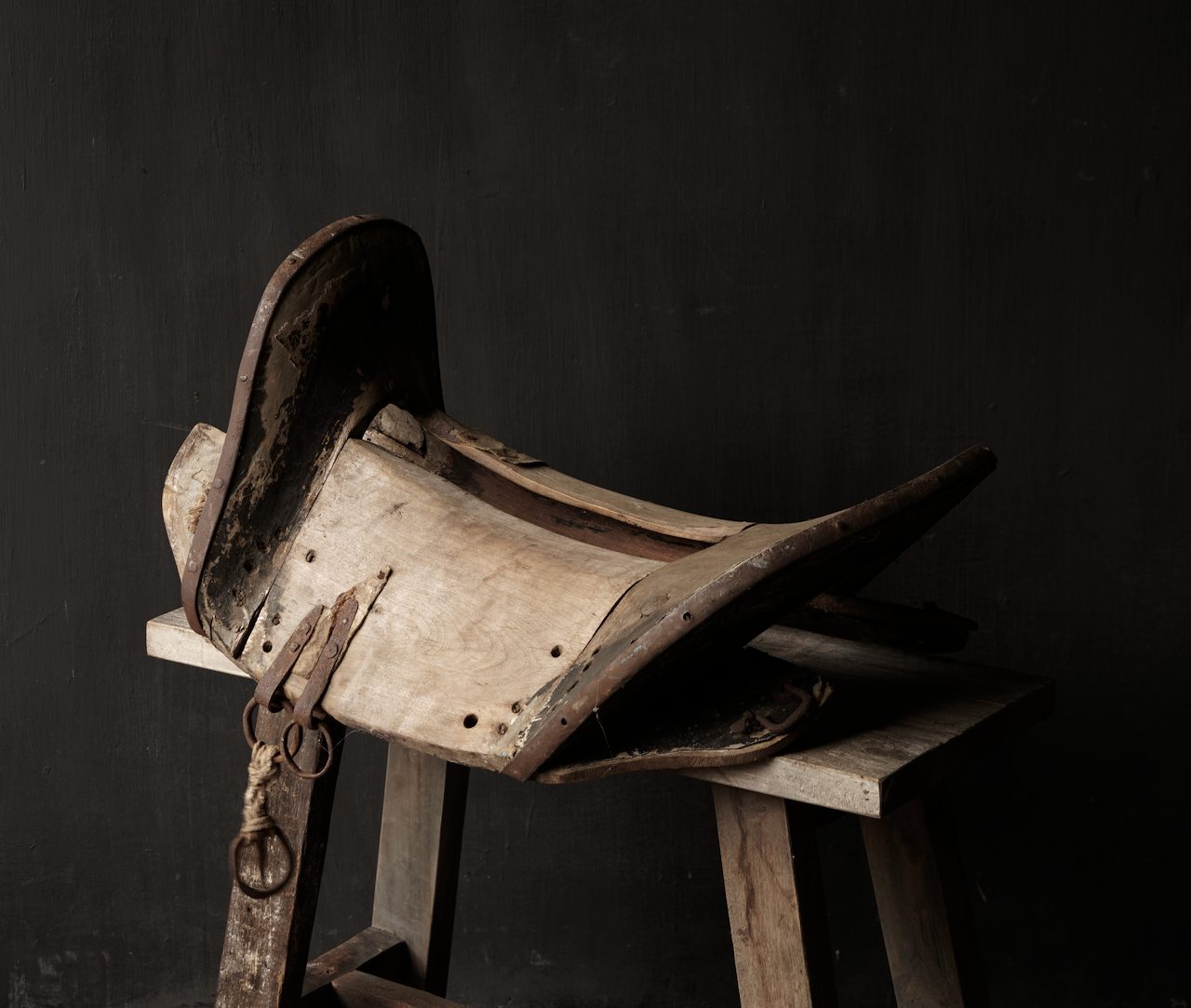 Antiek Oud Uniek houten zadel-2