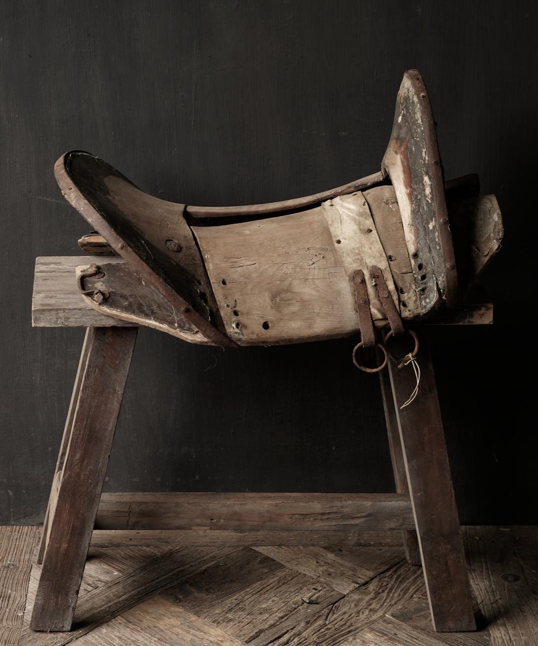 Antiek Oud Uniek houten zadel-4