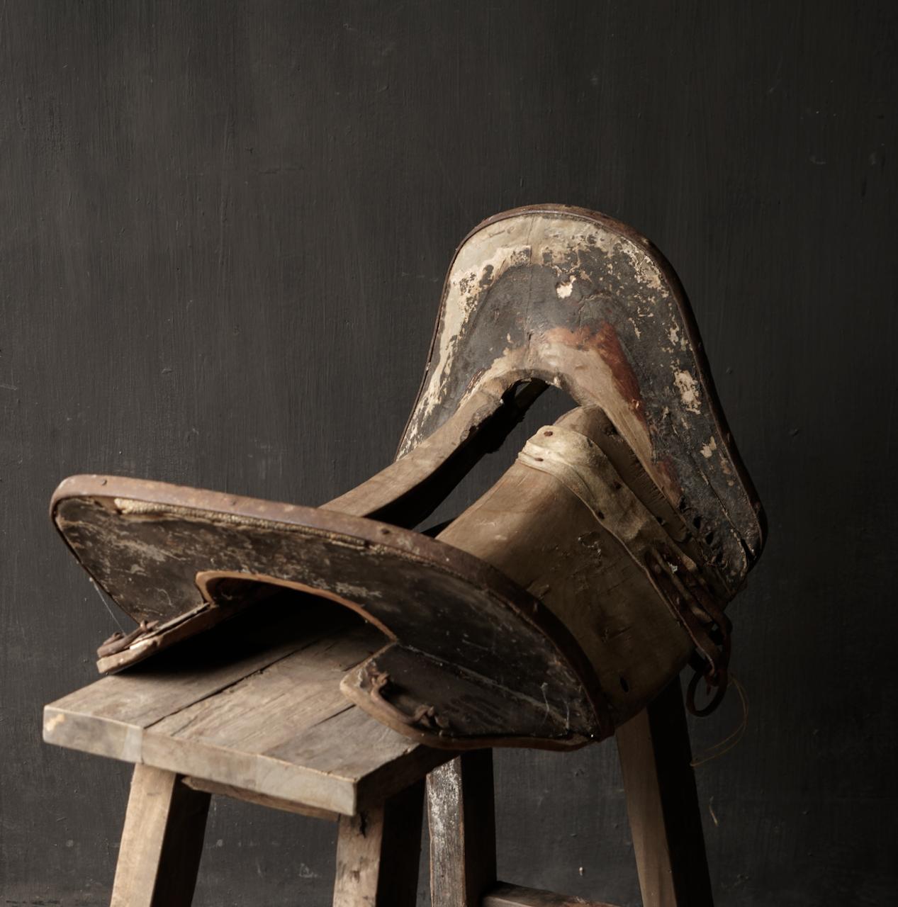 Antiek Oud Uniek houten zadel-5