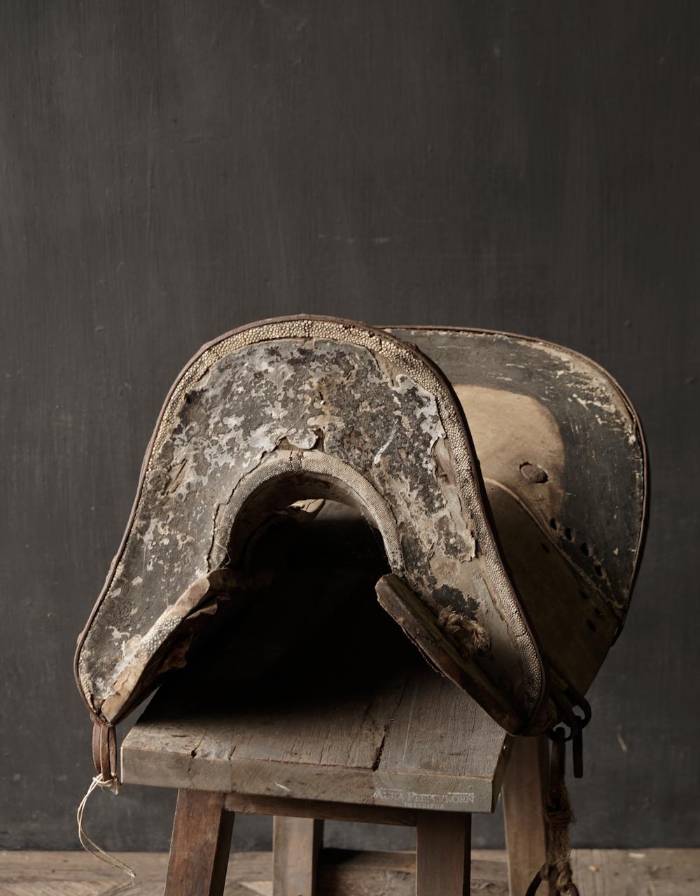 Antiek Oud Uniek houten zadel-6