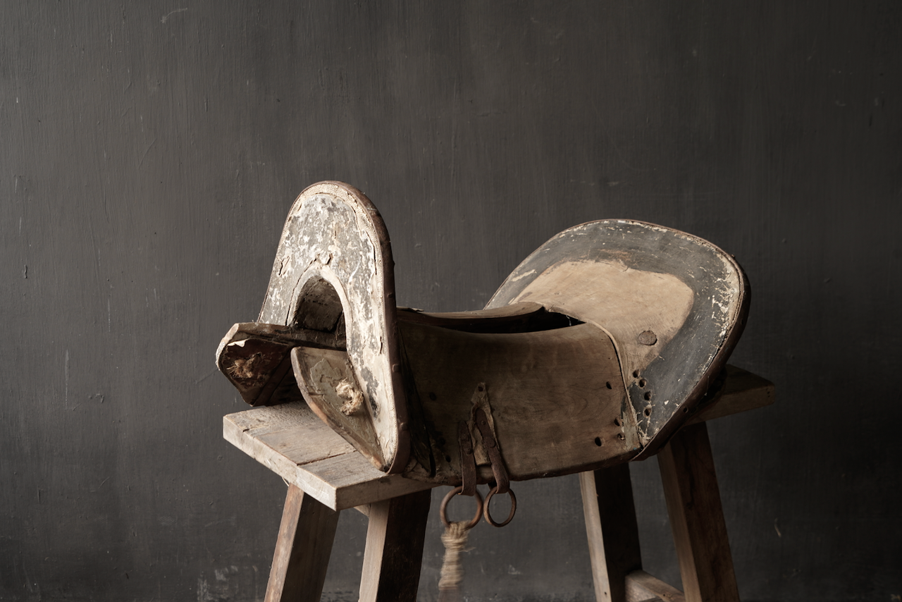 Antiek Oud Uniek houten zadel-9