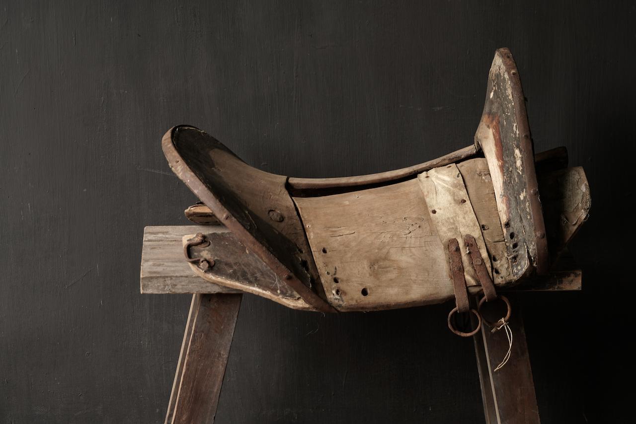 Antiek Oud Uniek houten zadel-10