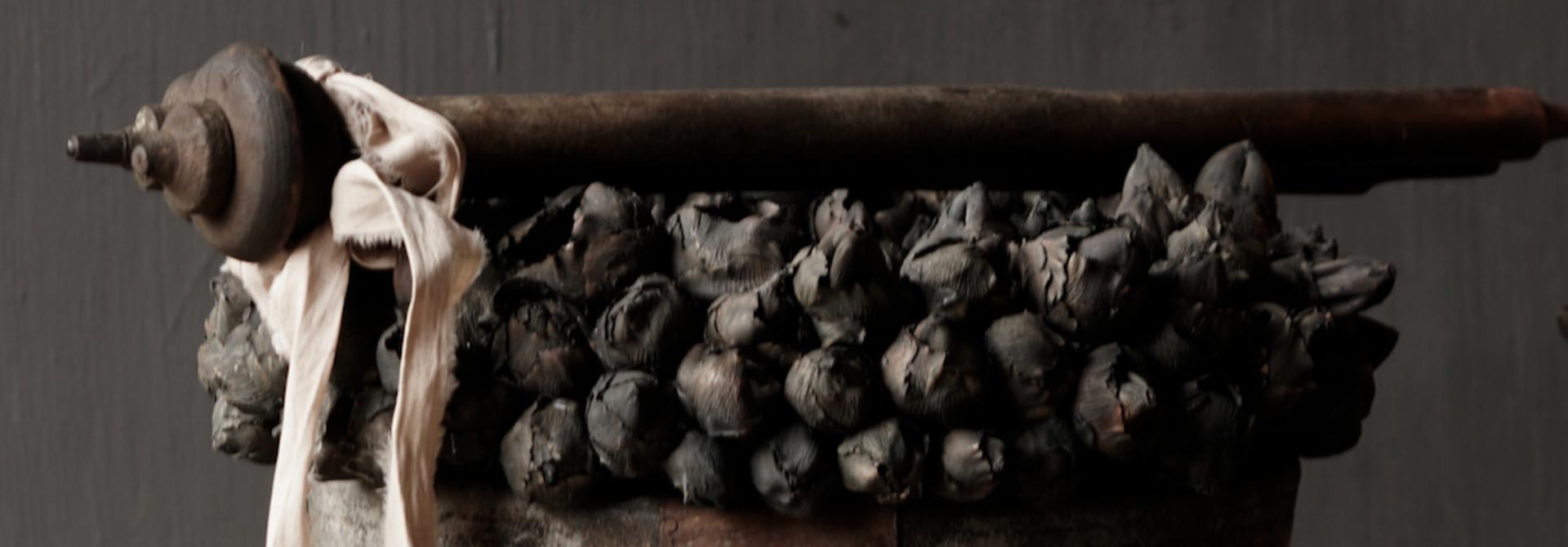 Nepalese oud houten Pot oftewel Vaas