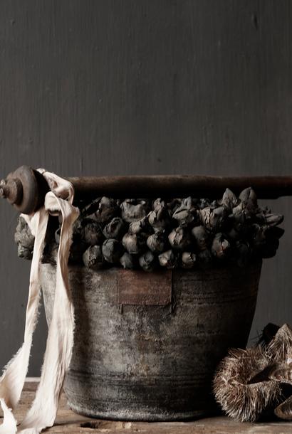 Nepalesischer alter Holztopf