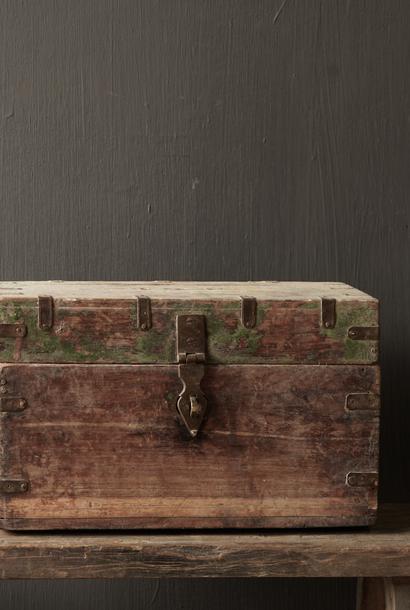 Alte einzigartige authentische Holzkiste
