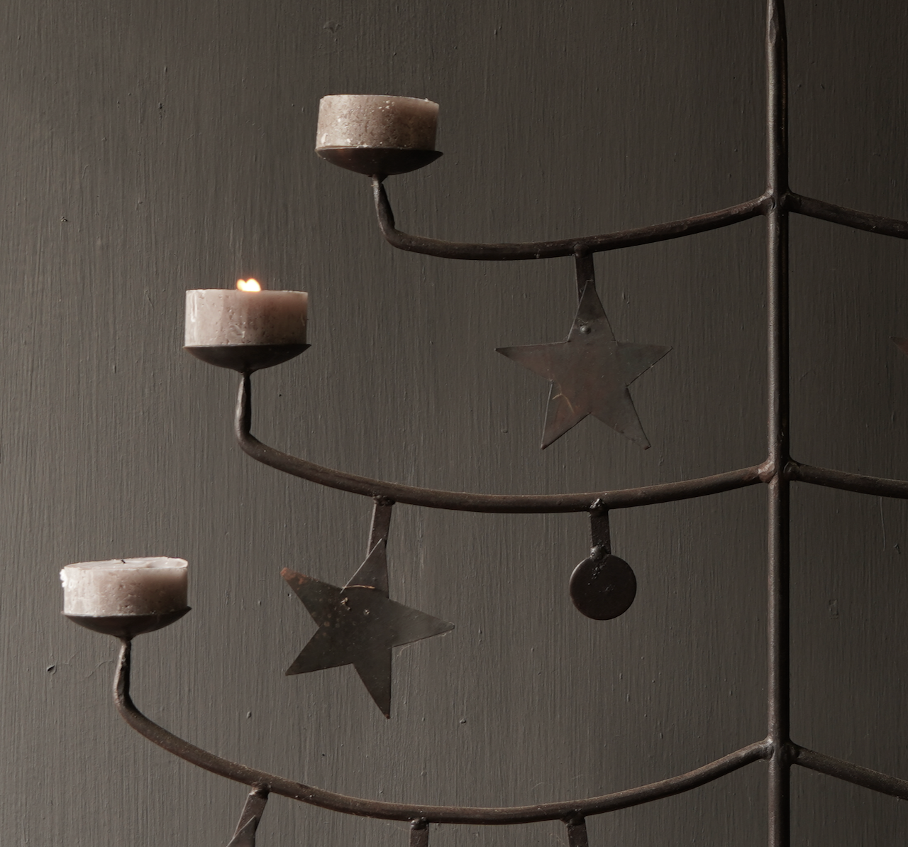 Eisenleuchter mit Sternen-4