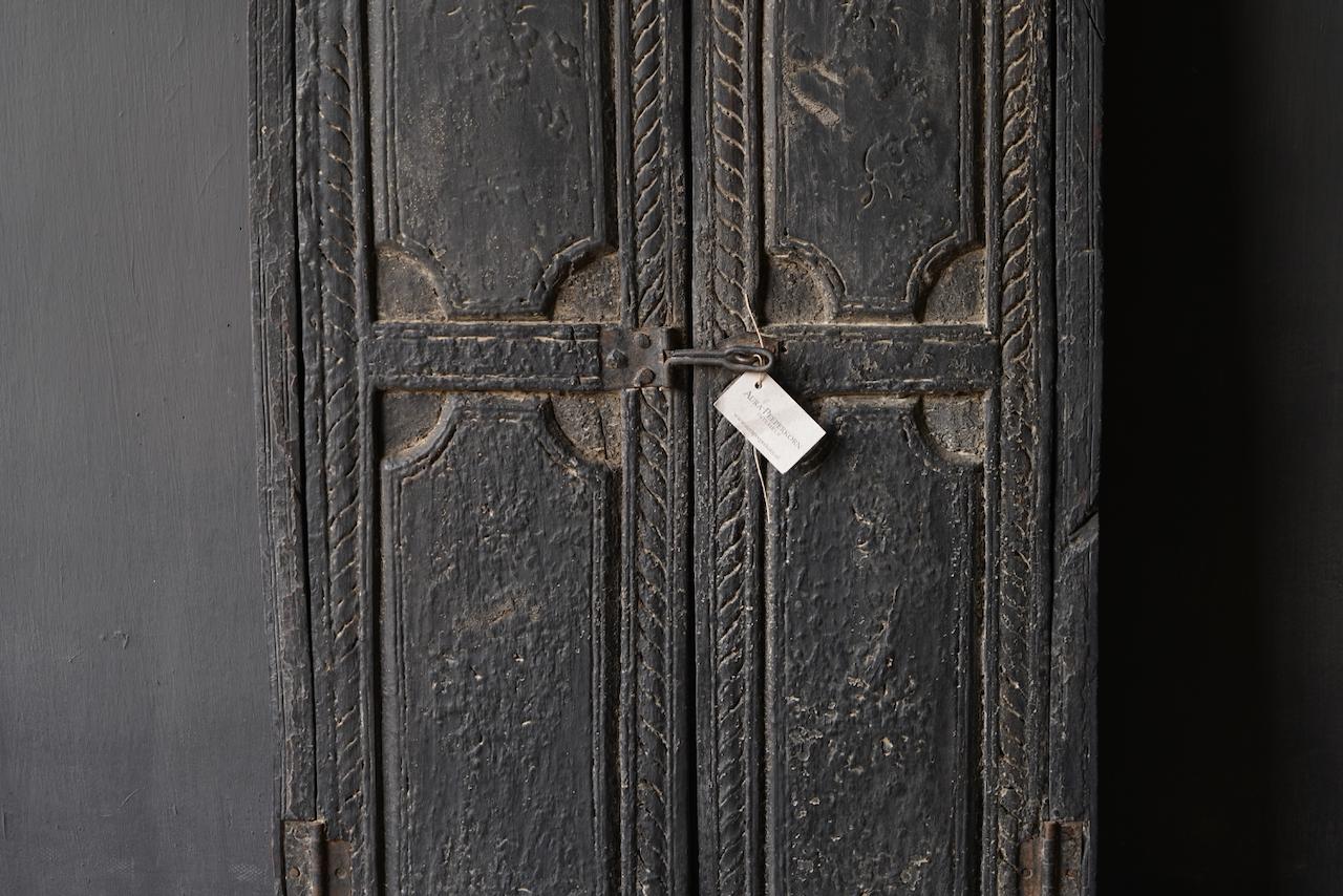 Stoer houten raamkozijn met luiken /Deuren-6