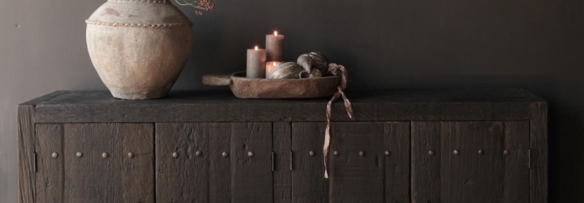 TV-Schrank / Sideboard aus altem schwarz / braunem robustem Holz