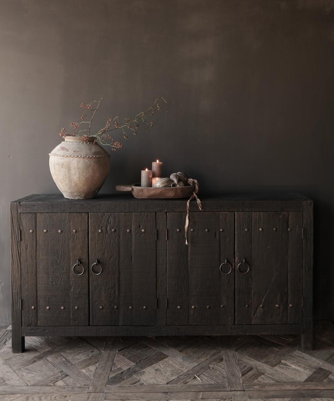 TV-Schrank / Sideboard aus altem schwarz / braunem robustem Holz-1
