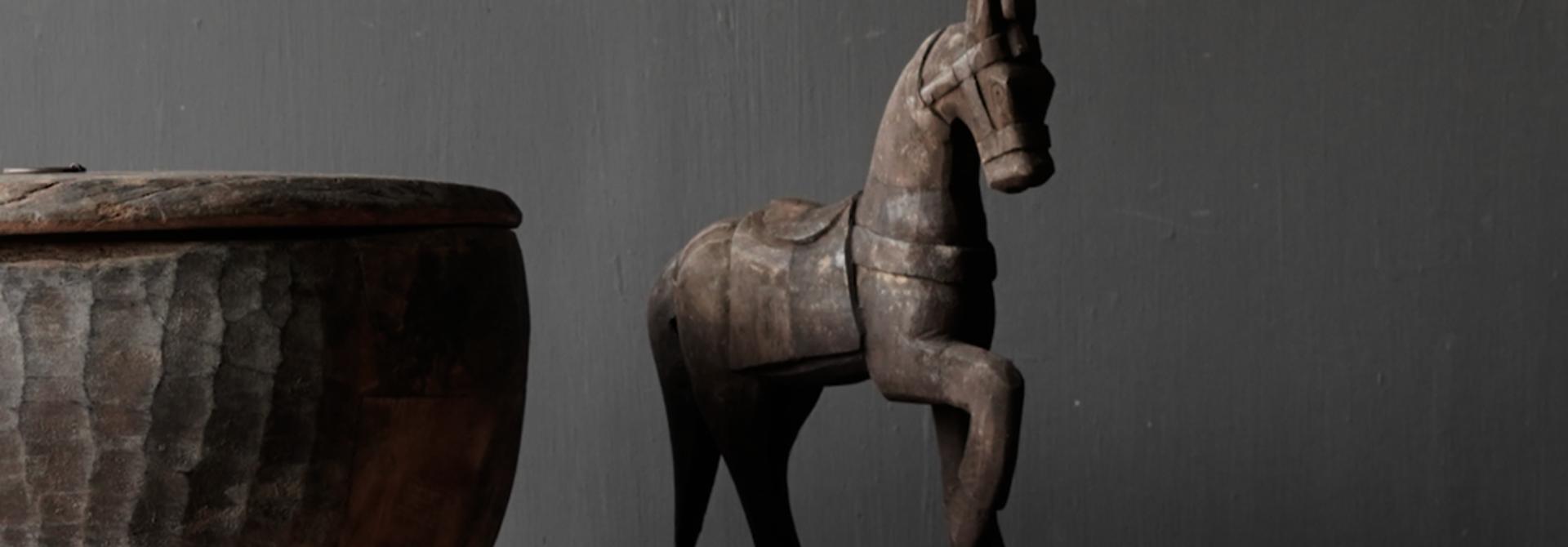 Houten paardje handgemaakt van oud hout