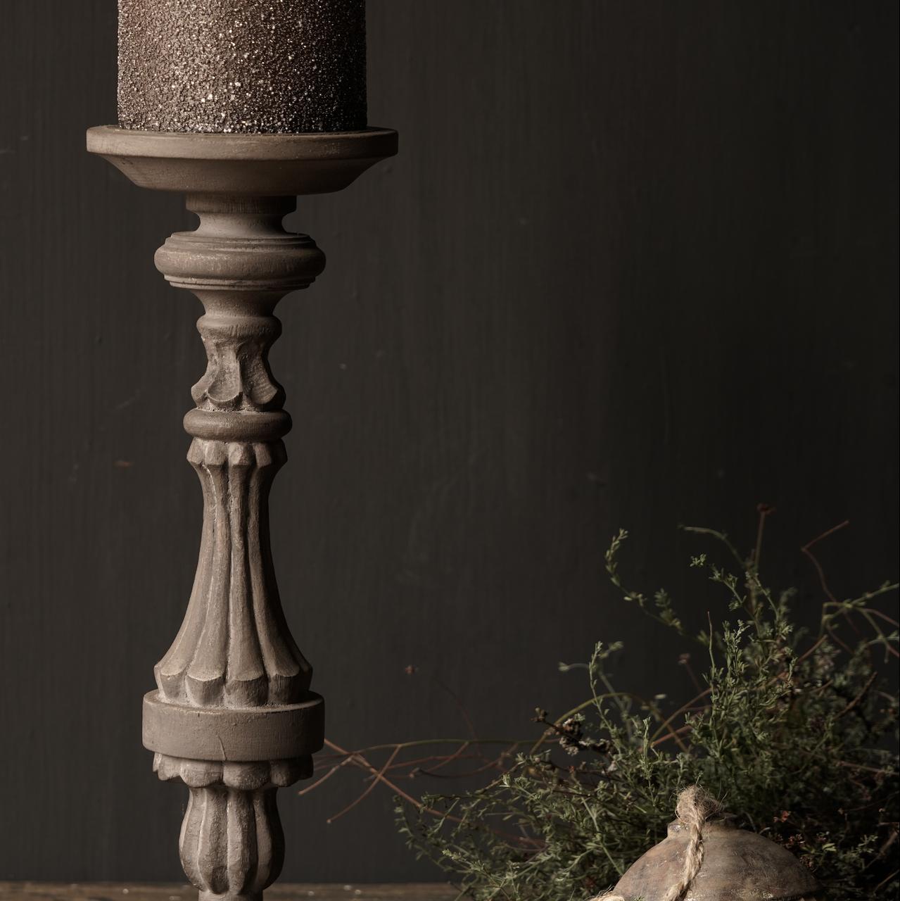 Hölzerner Kerzenhalter in der Farbe Taupe-4