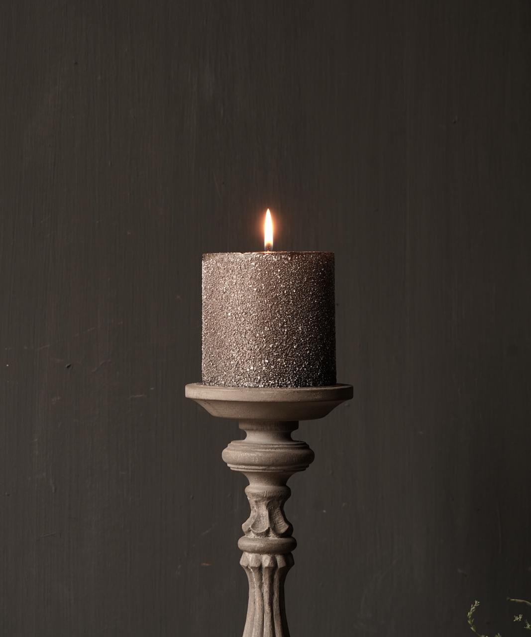 Hölzerner Kerzenhalter in der Farbe Taupe-5
