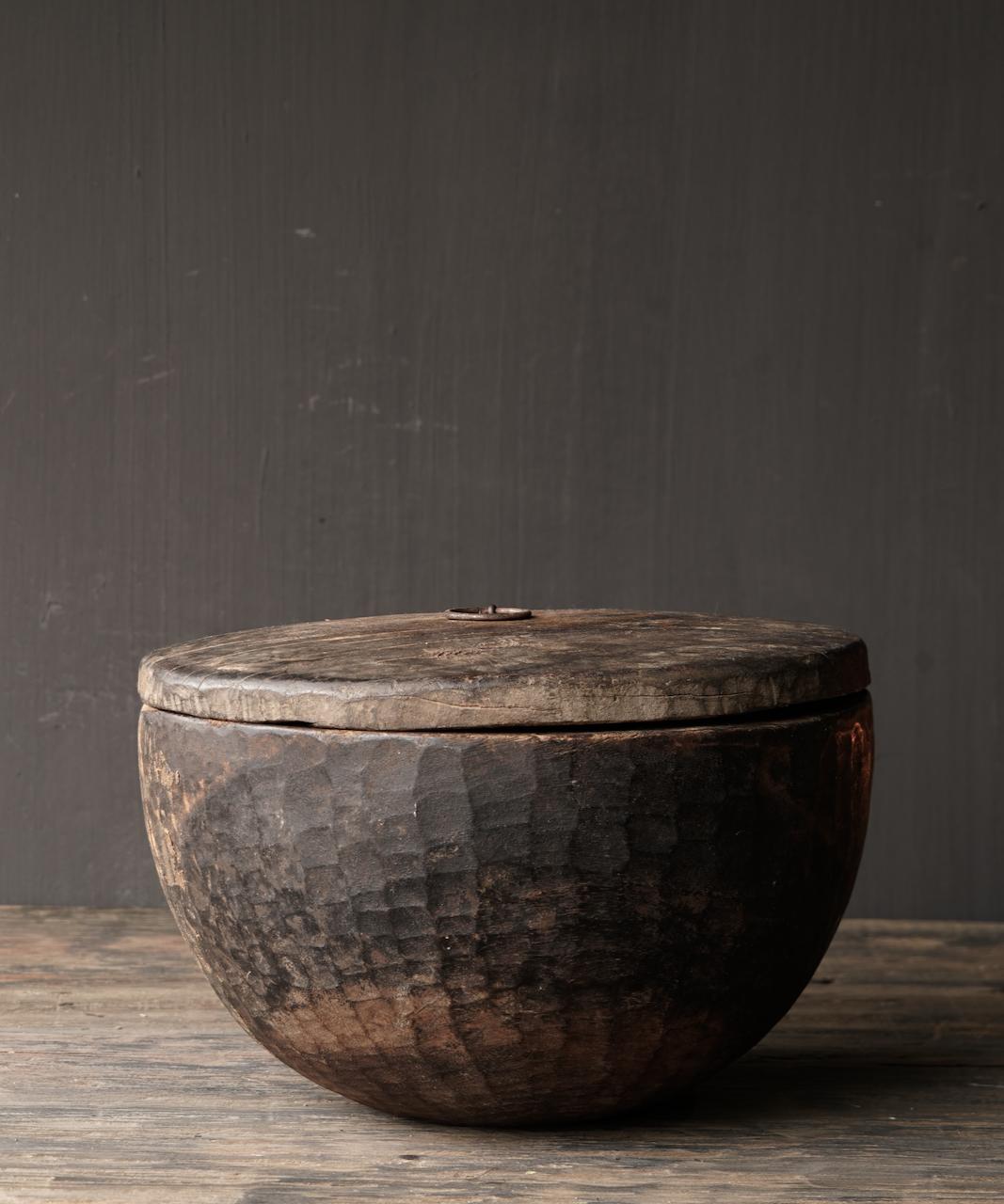 Oude Authentieke houten schaal met deksel-1