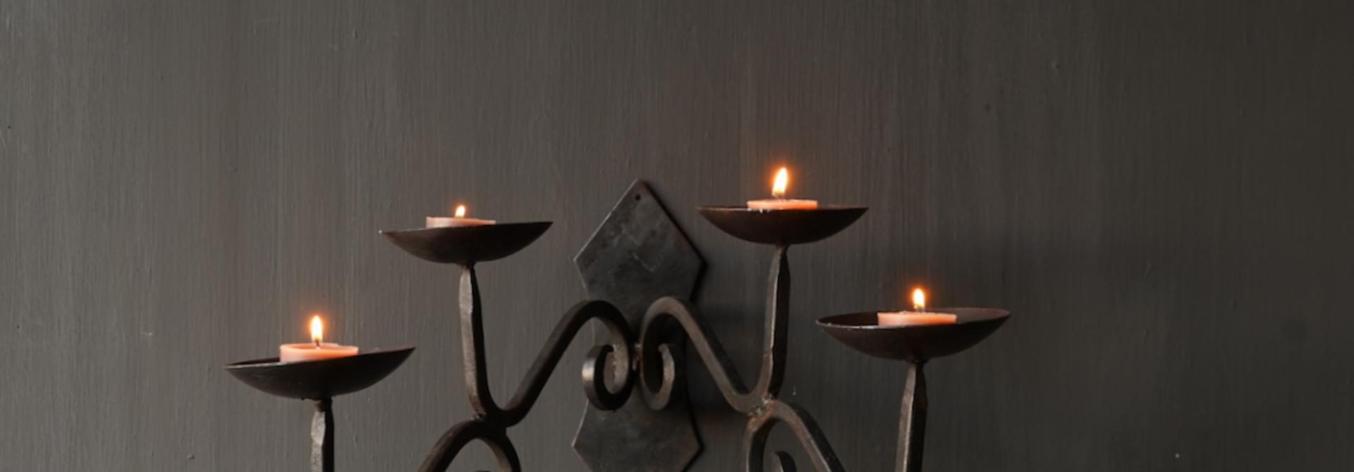 Eisen hängender Kerzenhalter