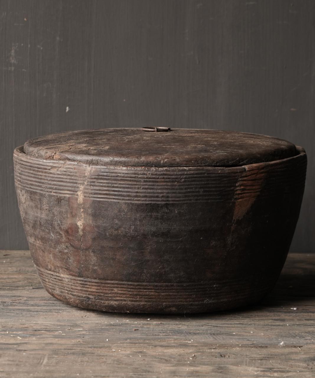 Alte authentische Holzschale mit Deckel-2