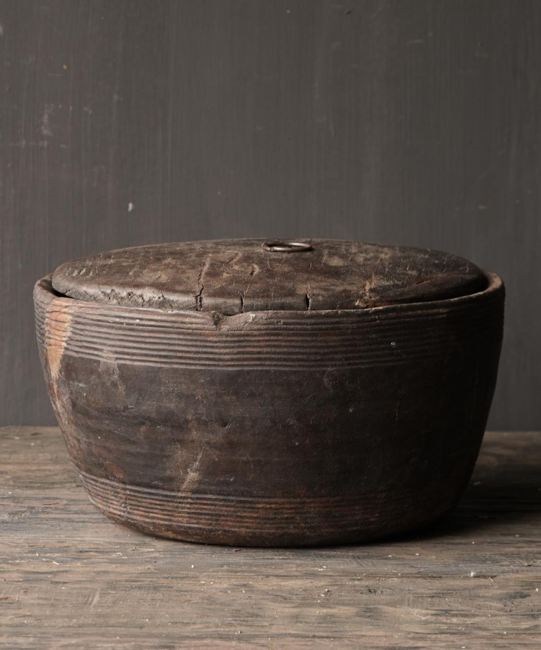 Alte authentische Holzschale mit Deckel-5