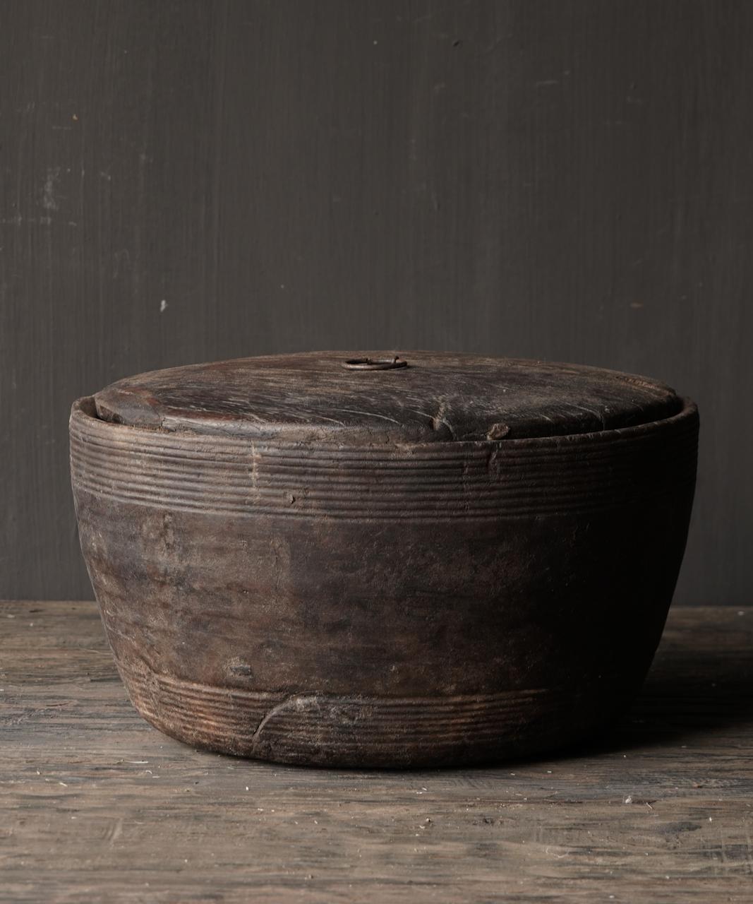 Alte authentische Holzschale mit Deckel-6