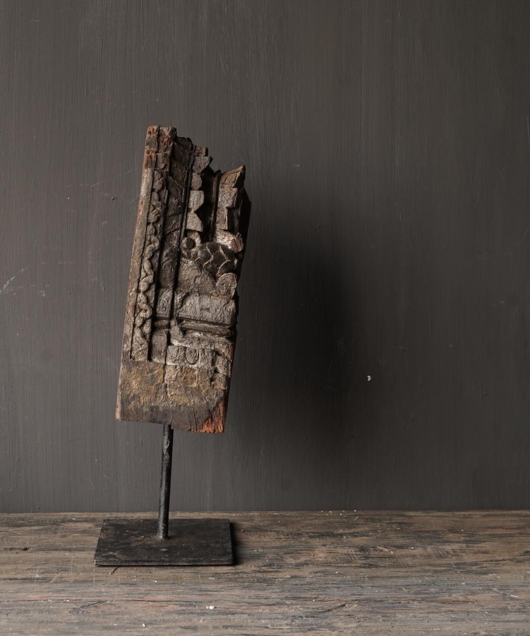 Holzverzierung auf Eisenständer-5
