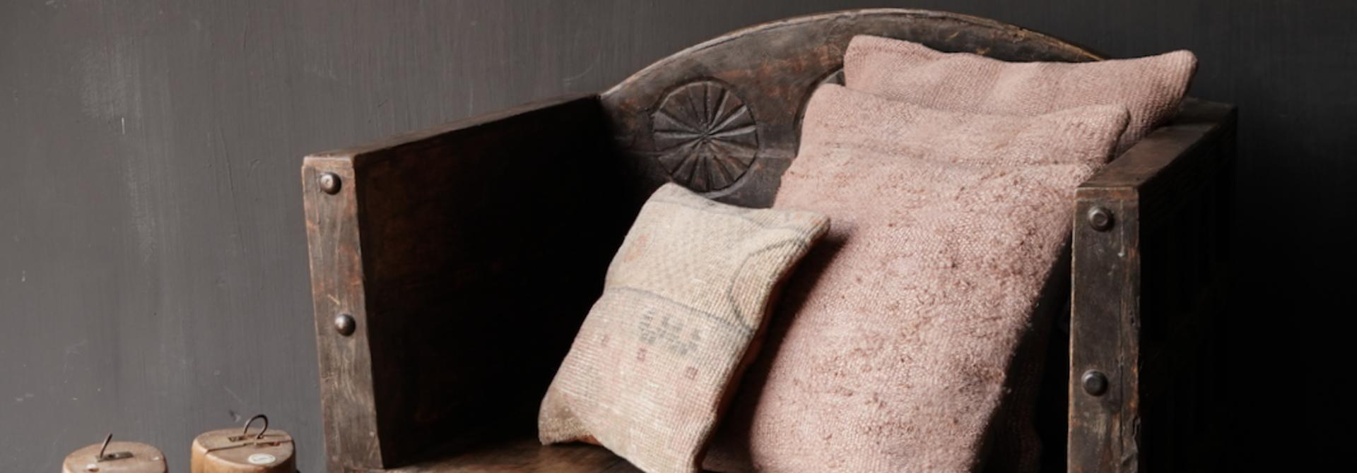 Uniek Antiek houten indische stoel