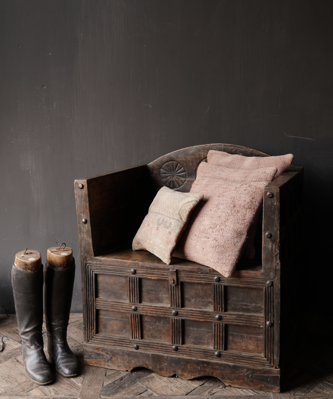 Uniek Antiek houten indische stoel-1