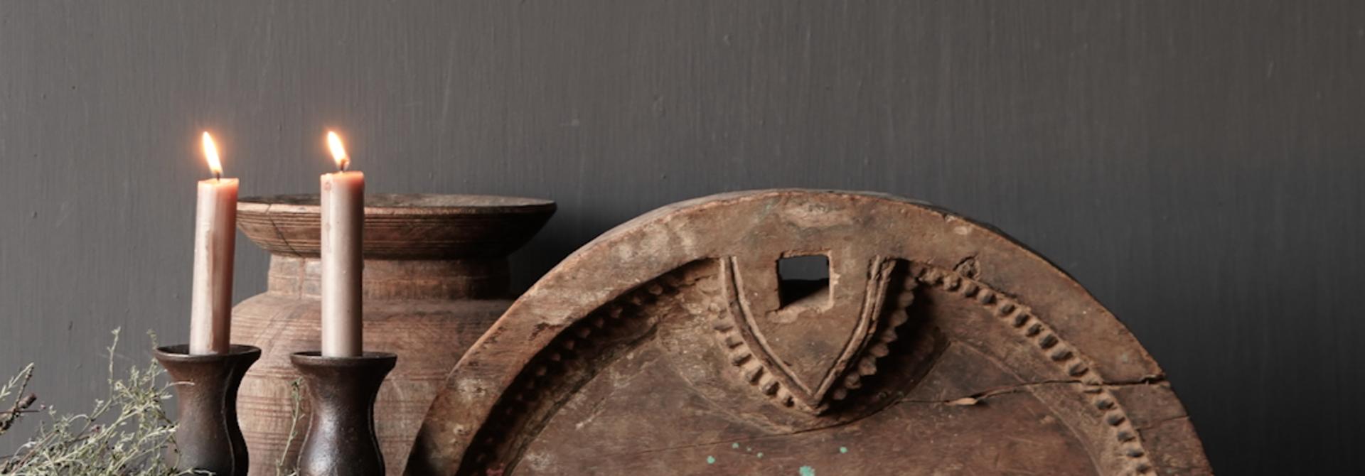 Oud Ornament  op ijzeren stander