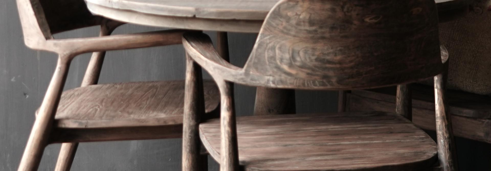 Alter alter Holzsessel aus Teakholz