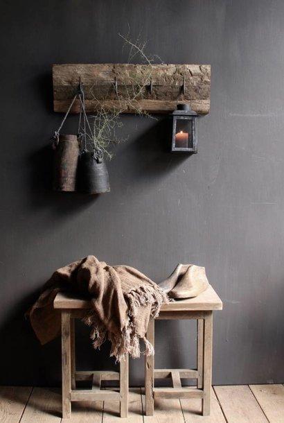Kapstok van oud railway hout met  ijzeren haken