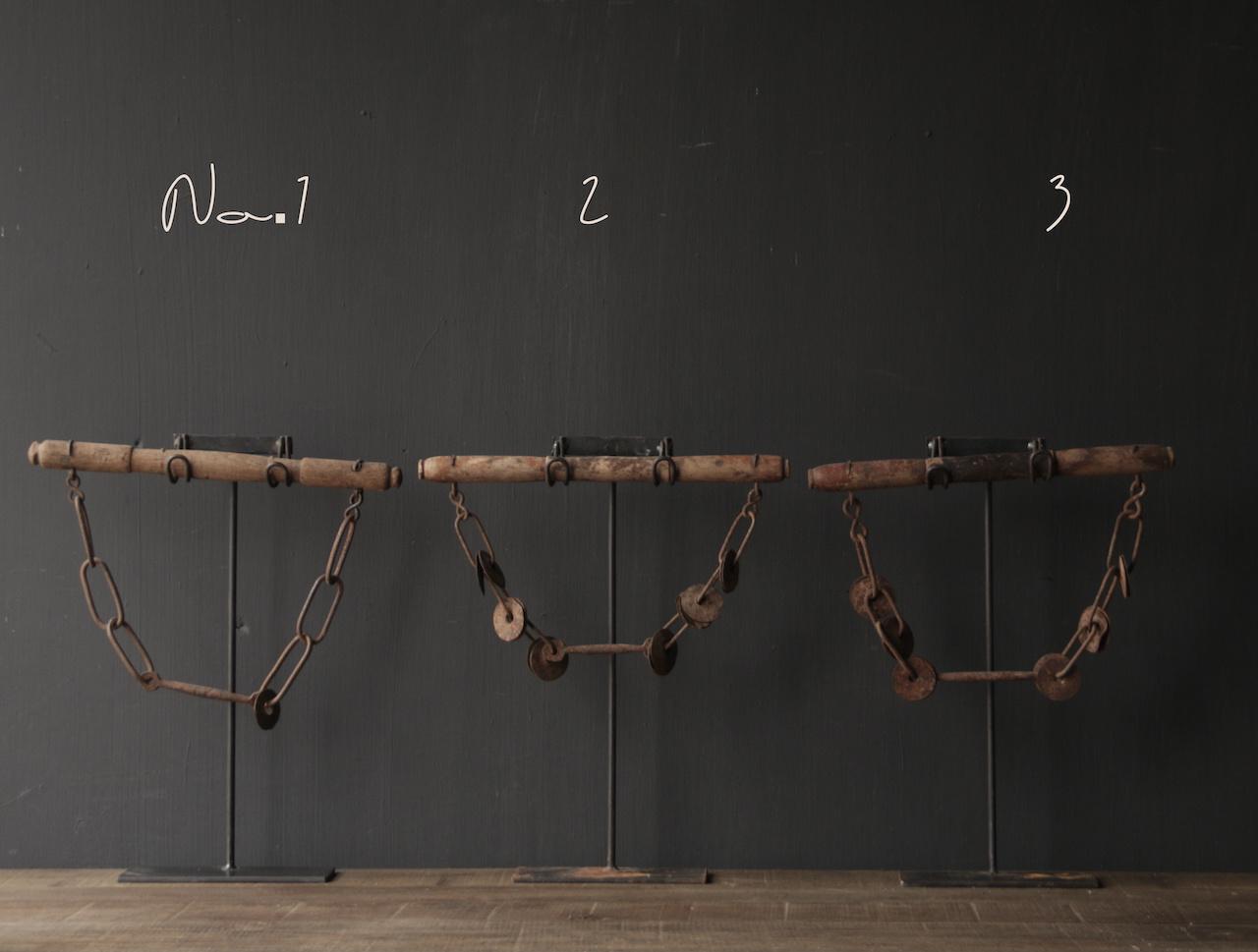 Onderdeel van Kamelen tuig op stander-2