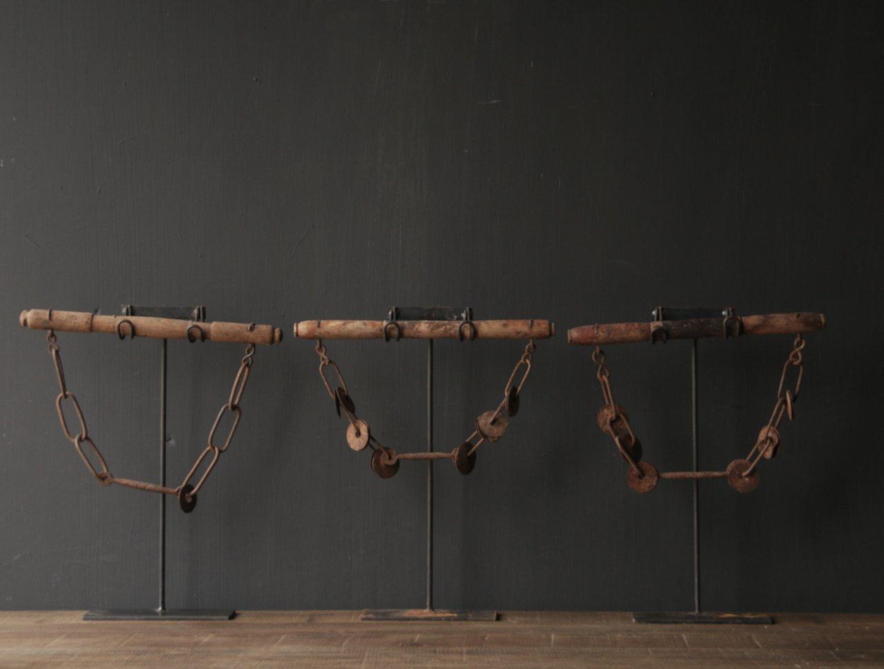 Onderdeel van Kamelen tuig op stander-5
