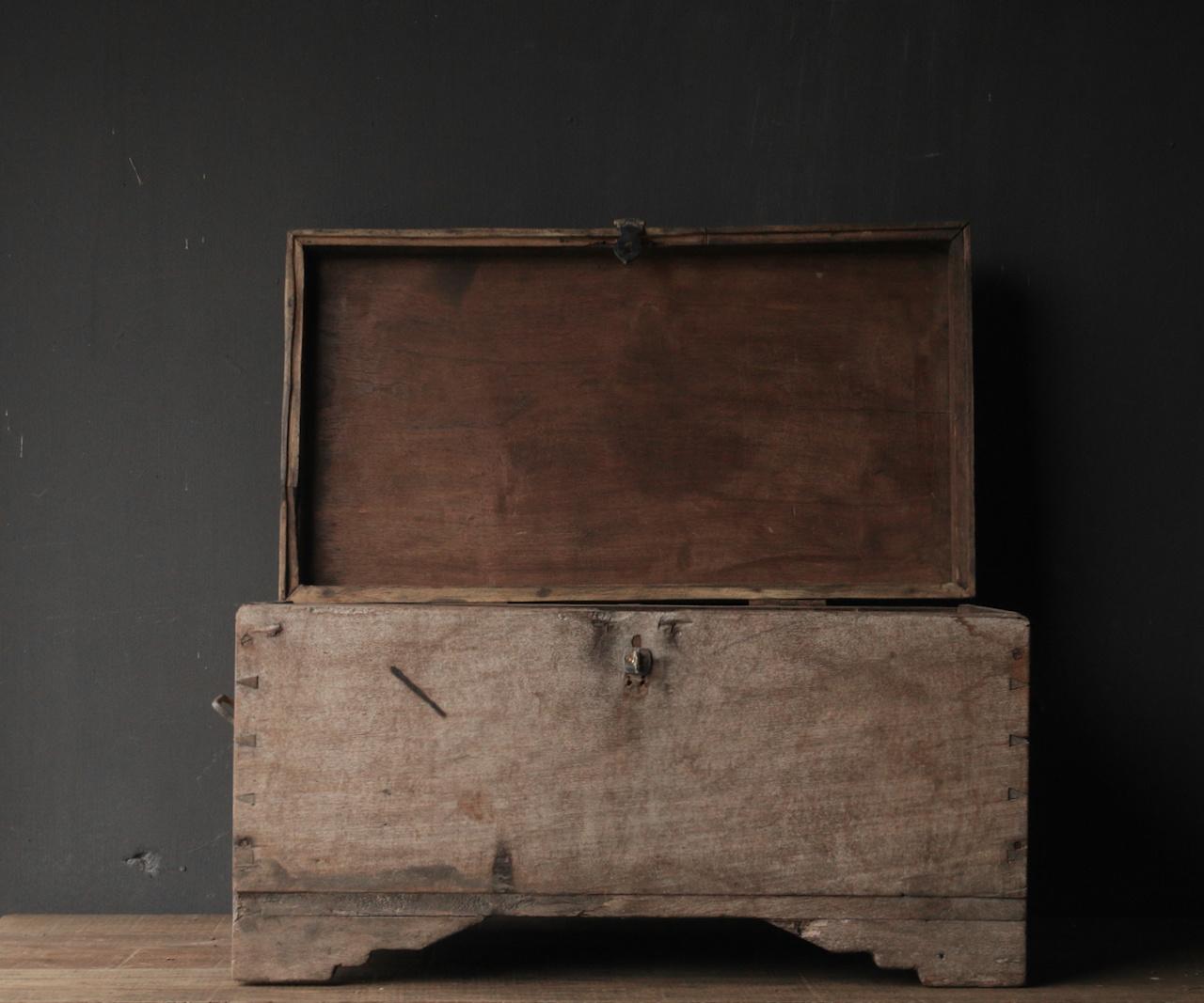Alte authentische Holzkiste-8