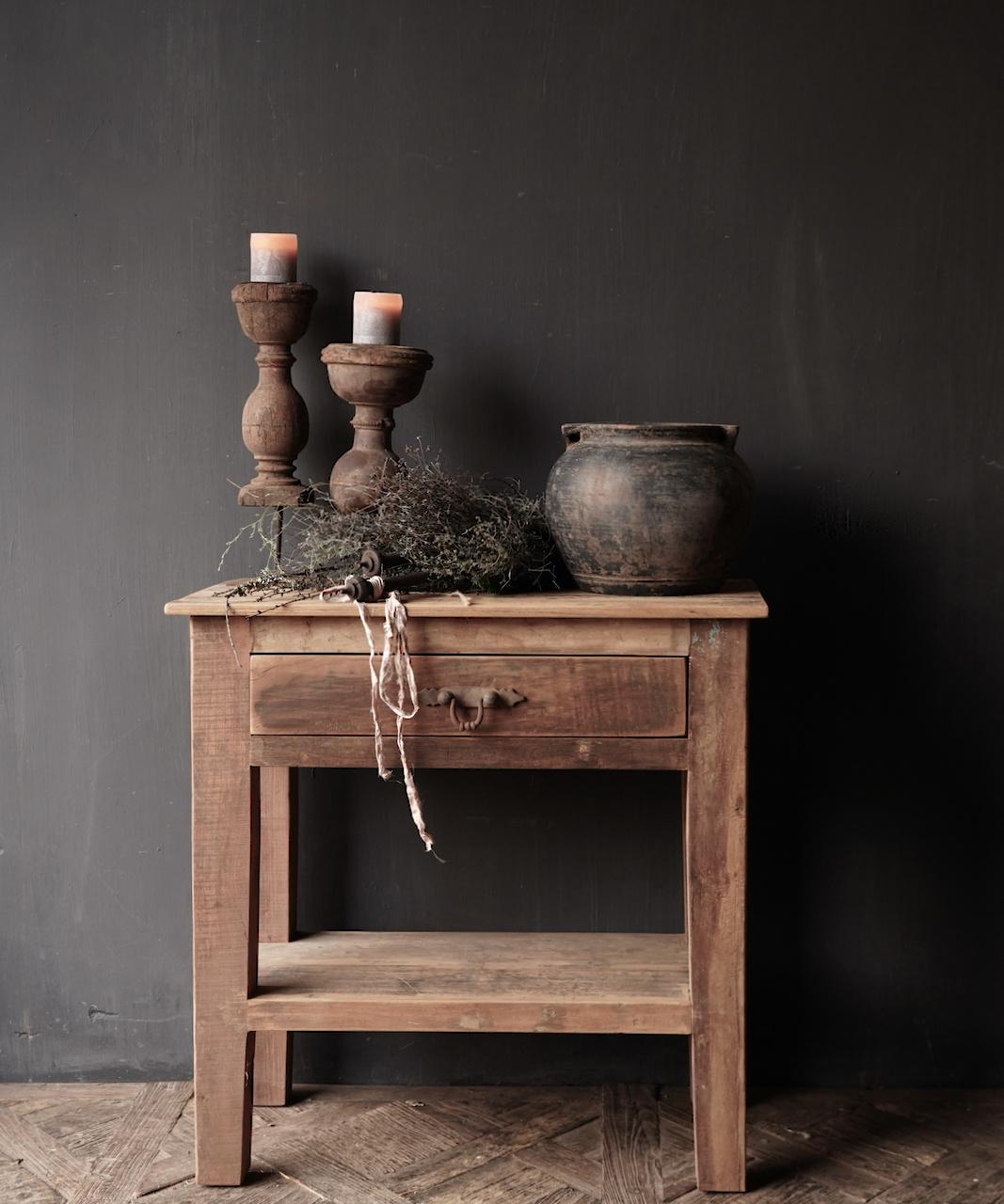 Stoer Robuust oud houten Sidetable oftewel muurtafel met een lade-1