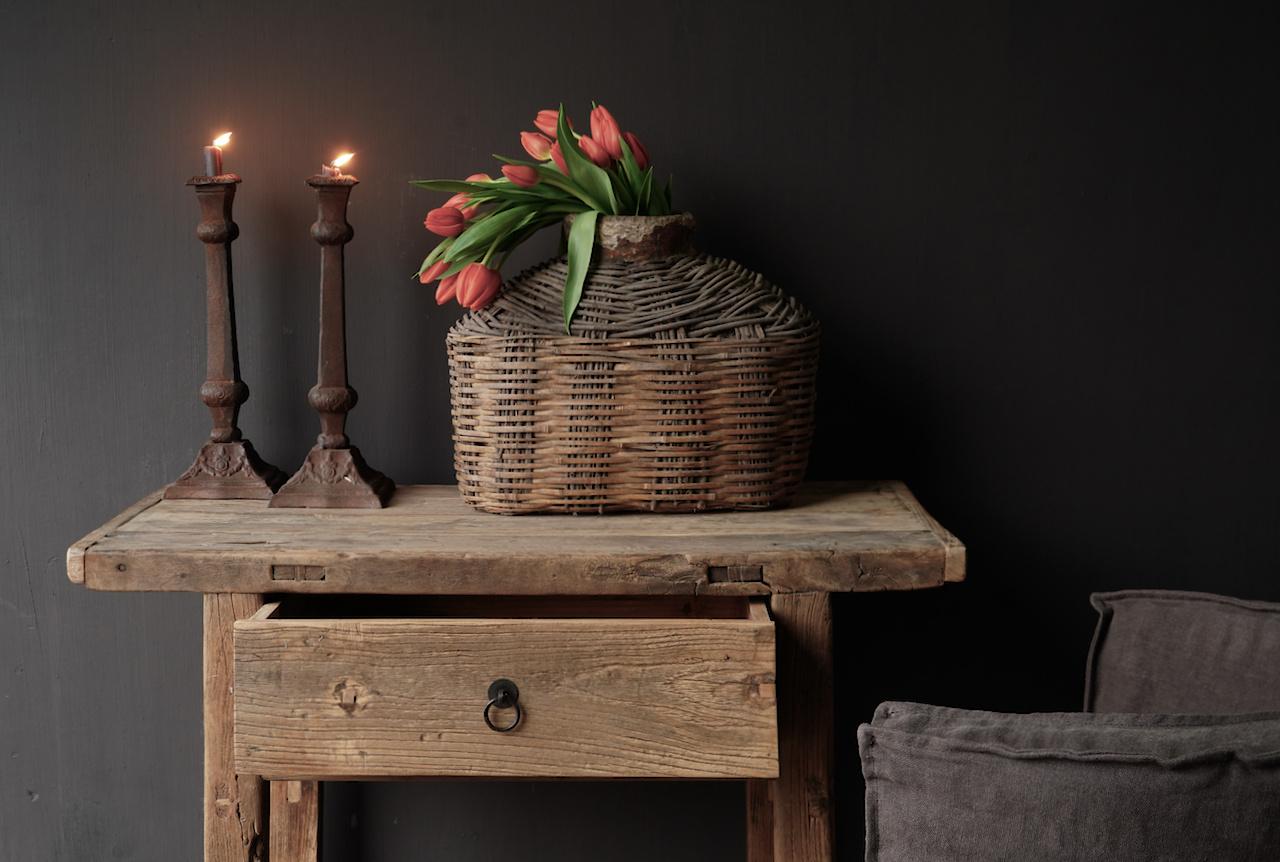 Alter Beistelltisch aus Stoer Elmwood / Ulmenholz Wandtisch mit Schublade-2