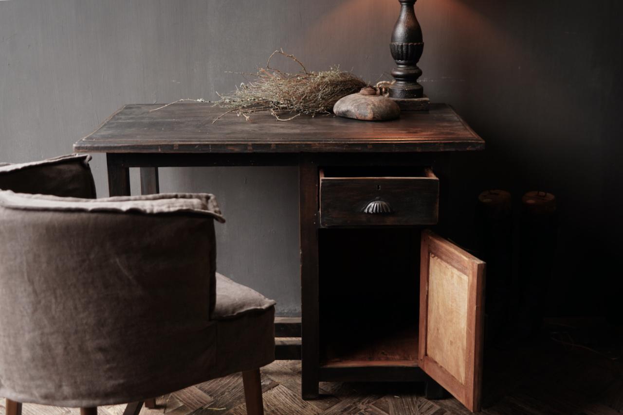 Authentischer alter Schreibtisch / Wandtisch mit Tür und Schublade-5