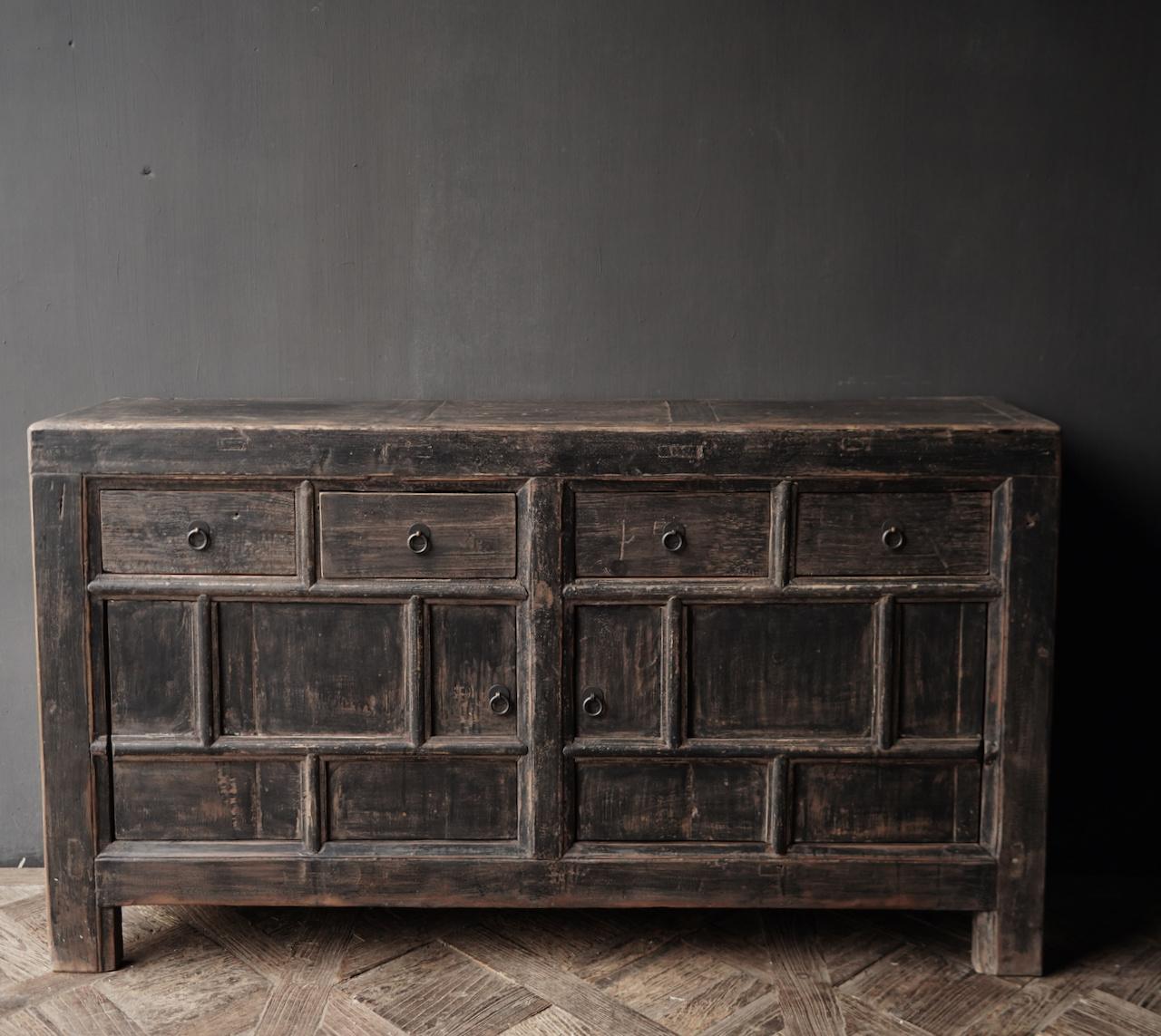 Altes authentisches schwarz / braunes Sideboard mit zwei Türen und vier Schubladen-2