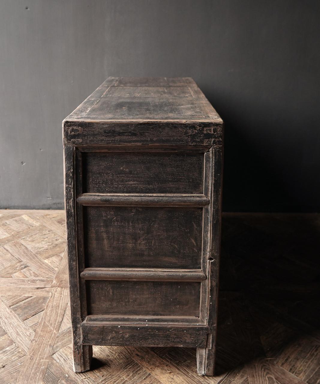 Oude Authentieke Zwart/Bruin  Dressoir met  twee deuren en vier lades-3