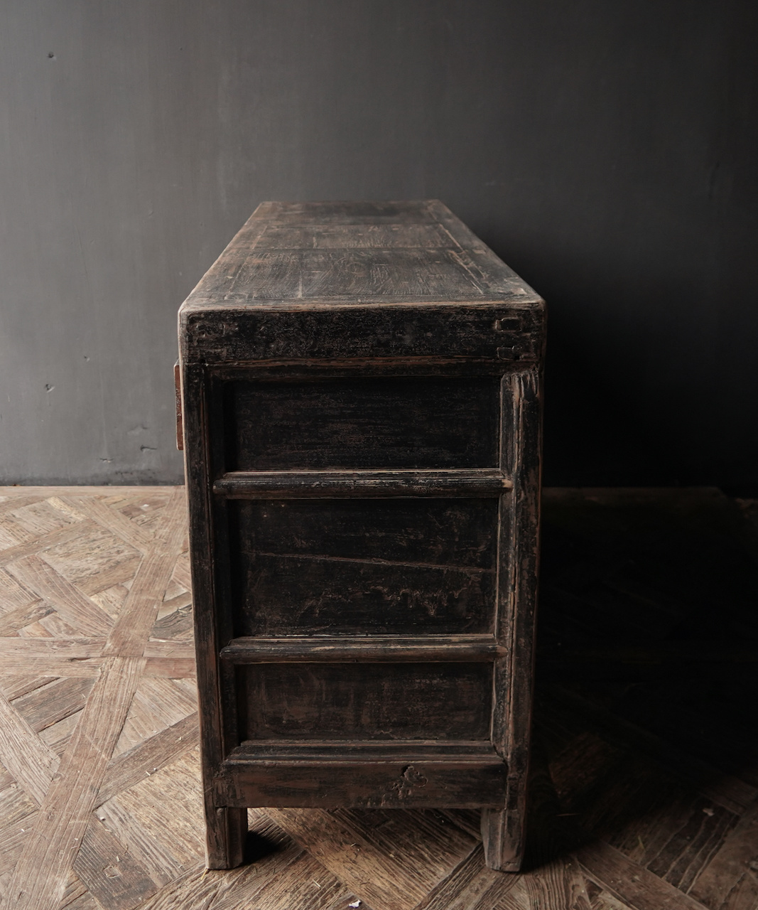 Altes authentisches schwarz / braunes Sideboard mit zwei Türen und vier Schubladen-4