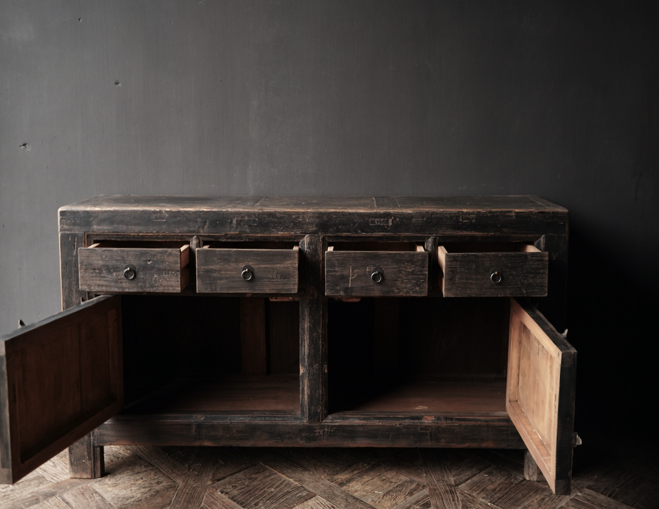 Altes authentisches schwarz / braunes Sideboard mit zwei Türen und vier Schubladen-5