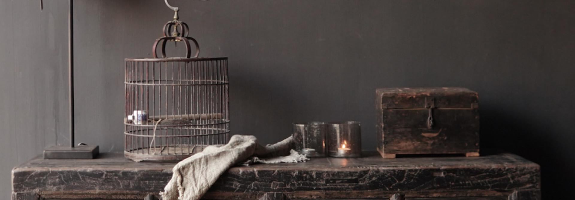 Oude Authentieke Zwart/Bruin  Dressoir met  twee deuren en vier lades