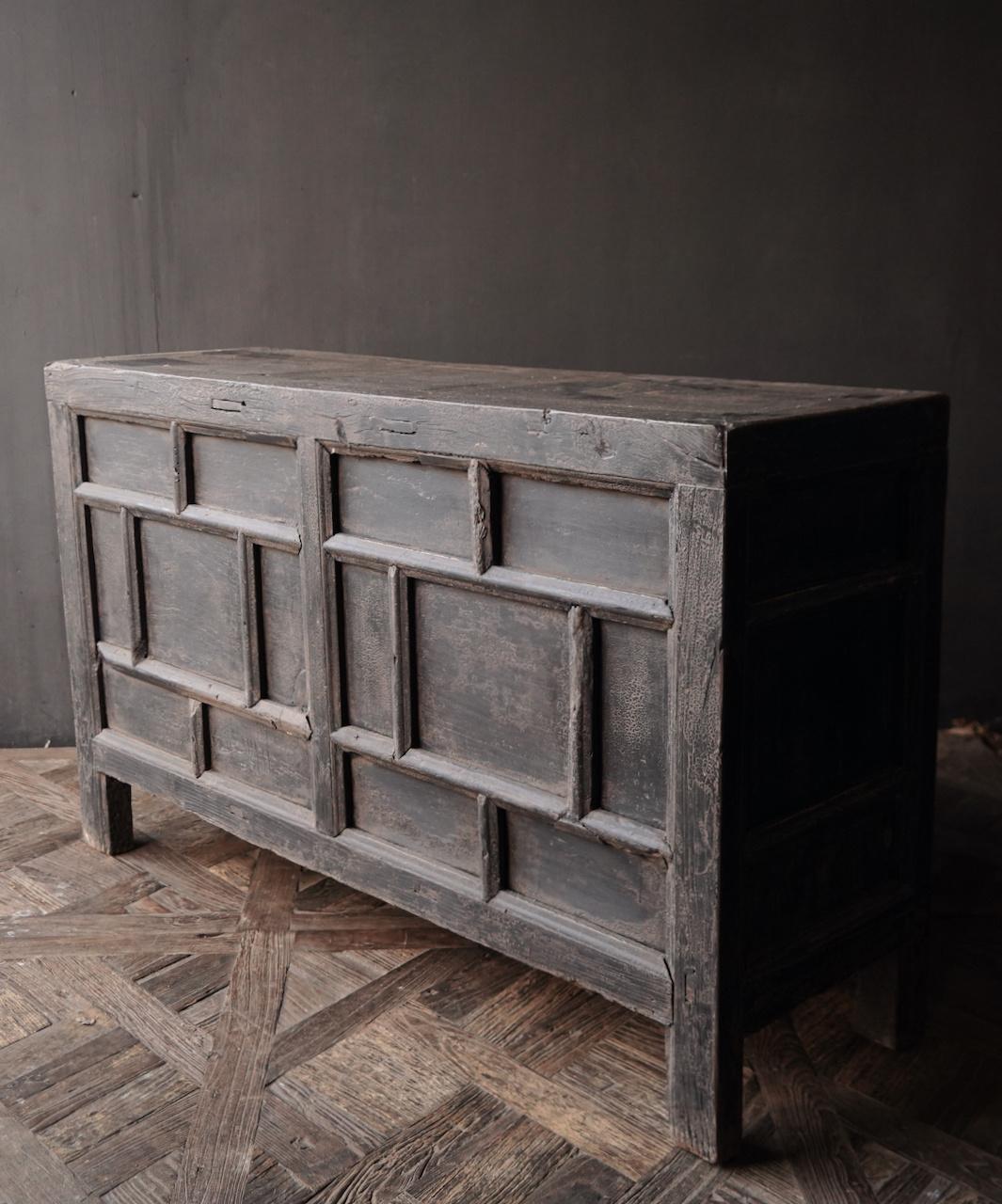Oude Authentieke Zwart/Bruin  Dressoir met  twee deuren en vier lades-5