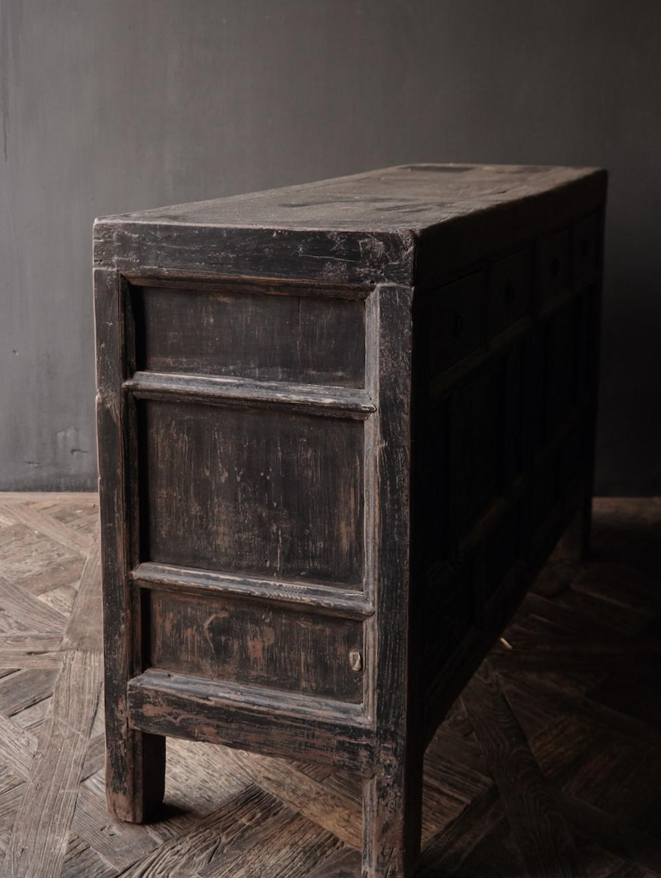 Oude Authentieke Zwart/Bruin  Dressoir met  twee deuren en vier lades-6