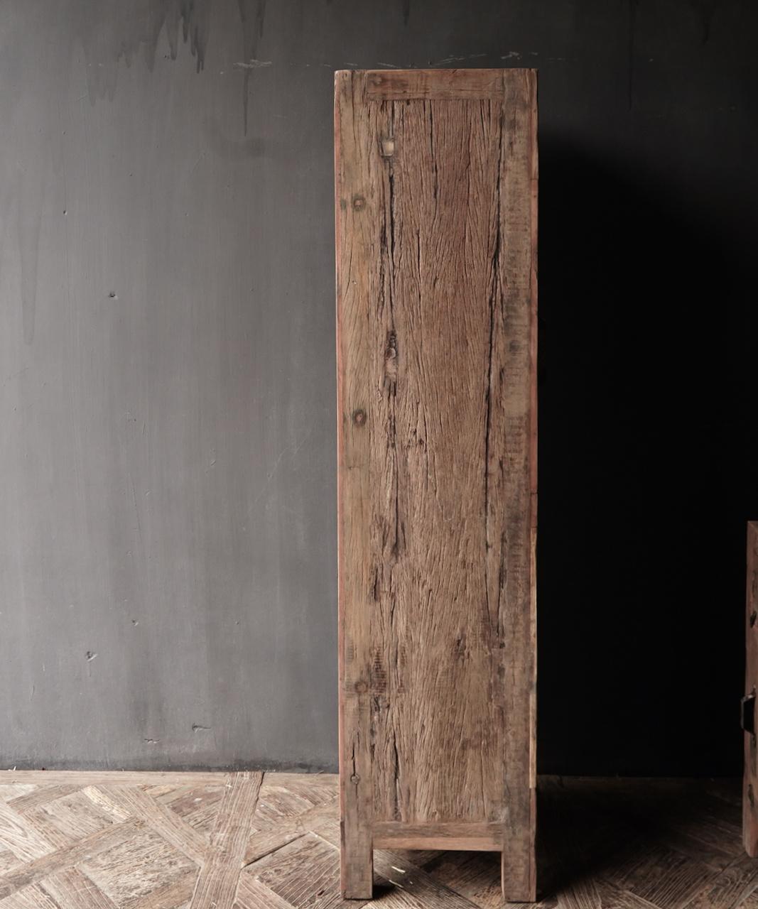 Een deurs kast van oud  hout-3