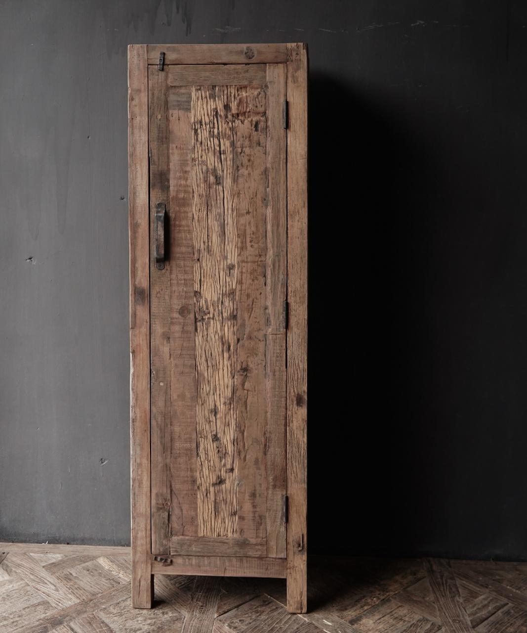 Een deurs kast van oud  hout-2