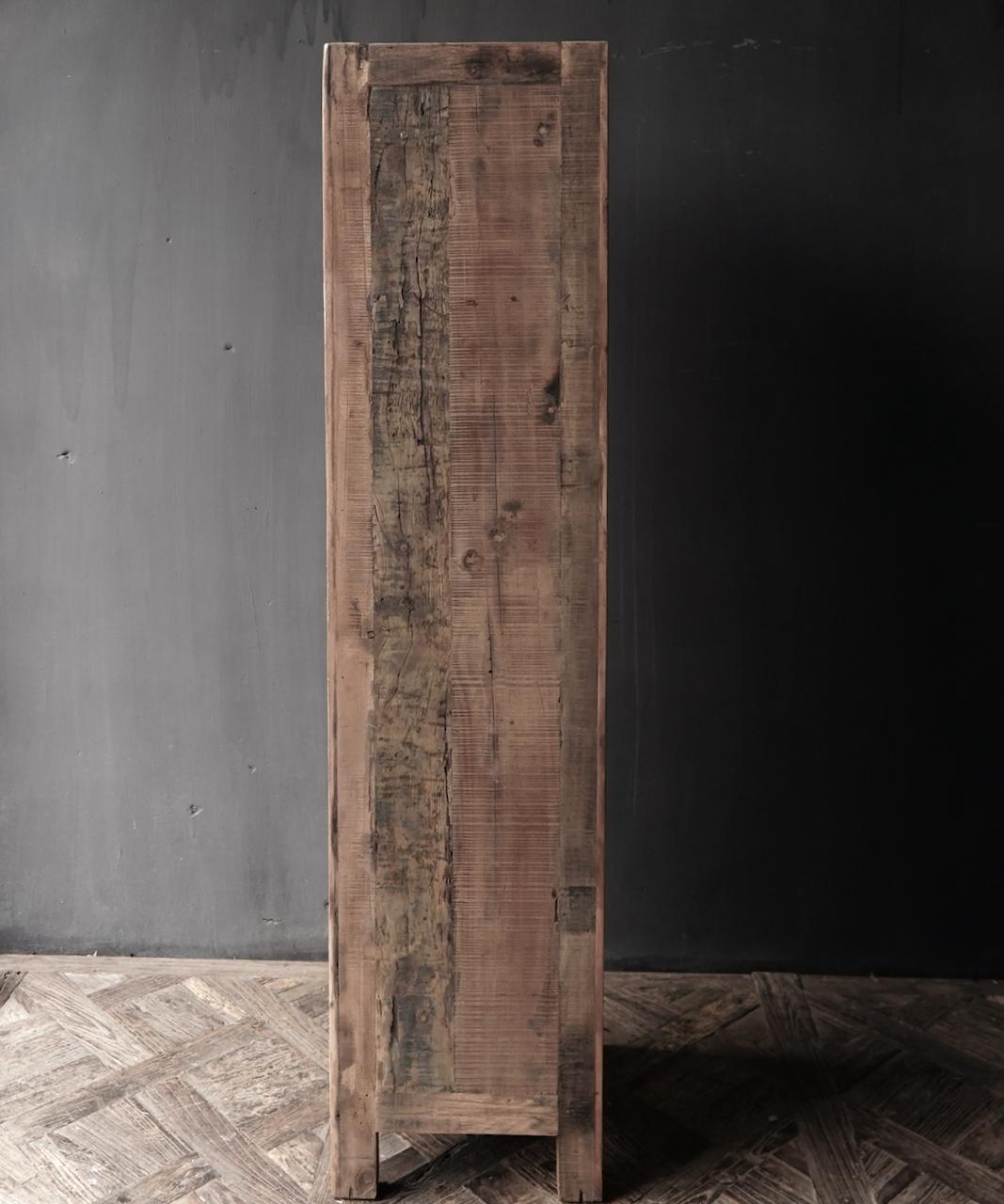Een deurs kast van oud  hout-4