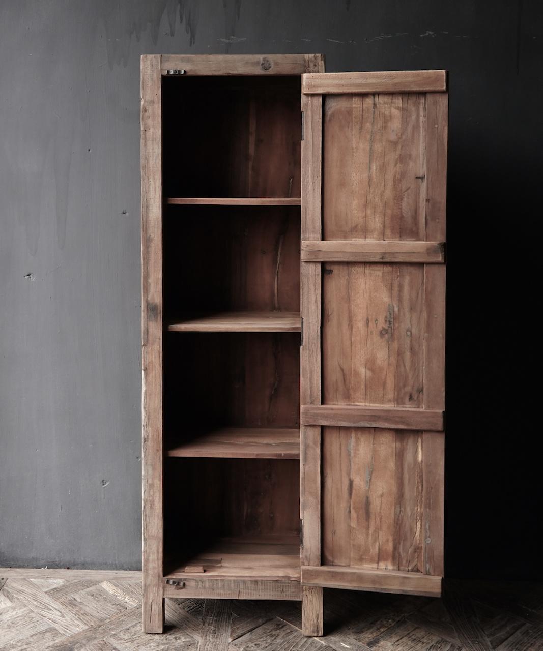 Een deurs kast van oud  hout-6