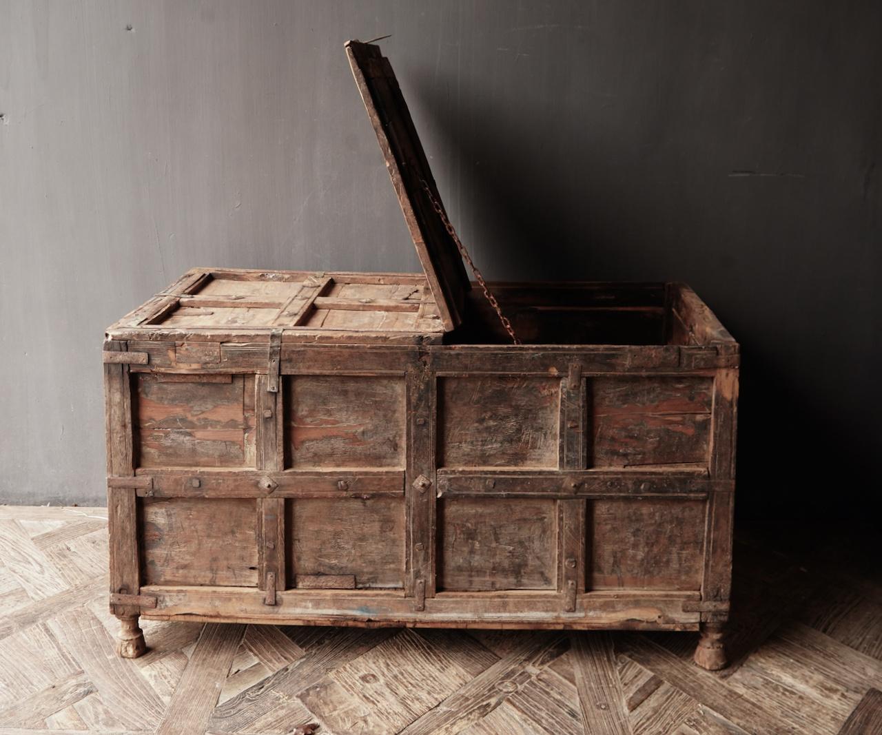 Alte authentische Holzkiste-2