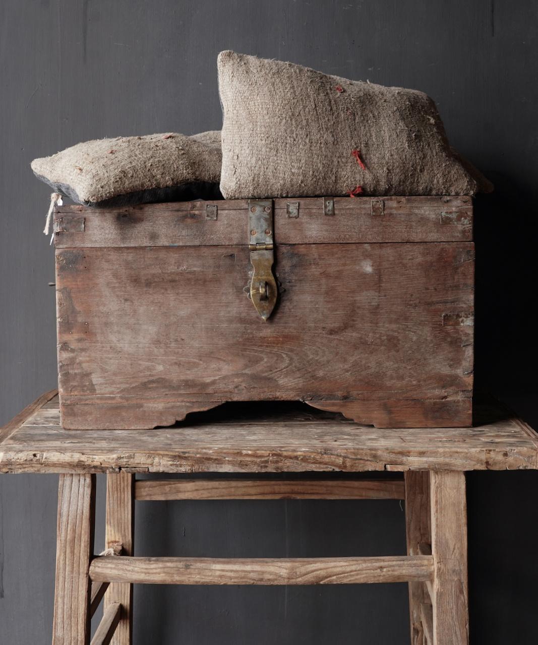 Oude Authentieke houten kist-1