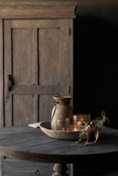 Robuster eintüriger Schrank aus altem Holz mit Schublade und drei Regalen